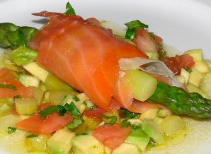 Gerookte zalm asperges en avocado